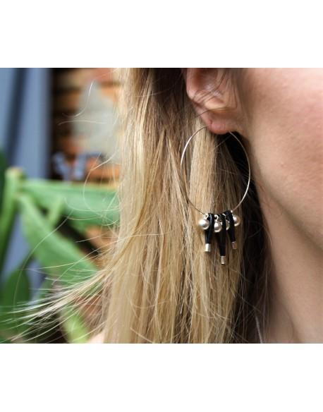 Créole perle et brin de cuir